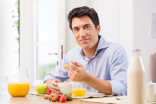 Мужчина за едой