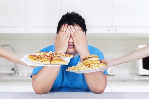 Мужчина и нездоровое питание