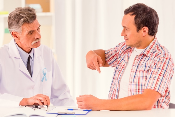 Пациент жалуется доктору на слабую эрекцию